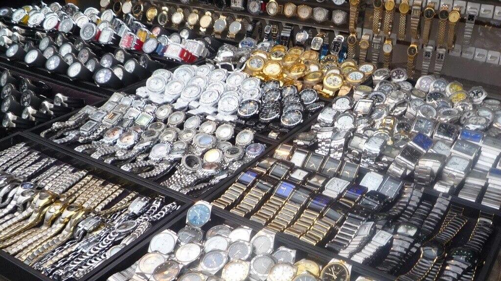 Không chỉ riêng đồng hồ 2hand mà các kho hàng tại Campuchia còn nhập khẩu hầu hết tất cả các loại hàng thùng từ Hàn Quốc, Nhật Bản, EU, Mỹ, Canada, Úc