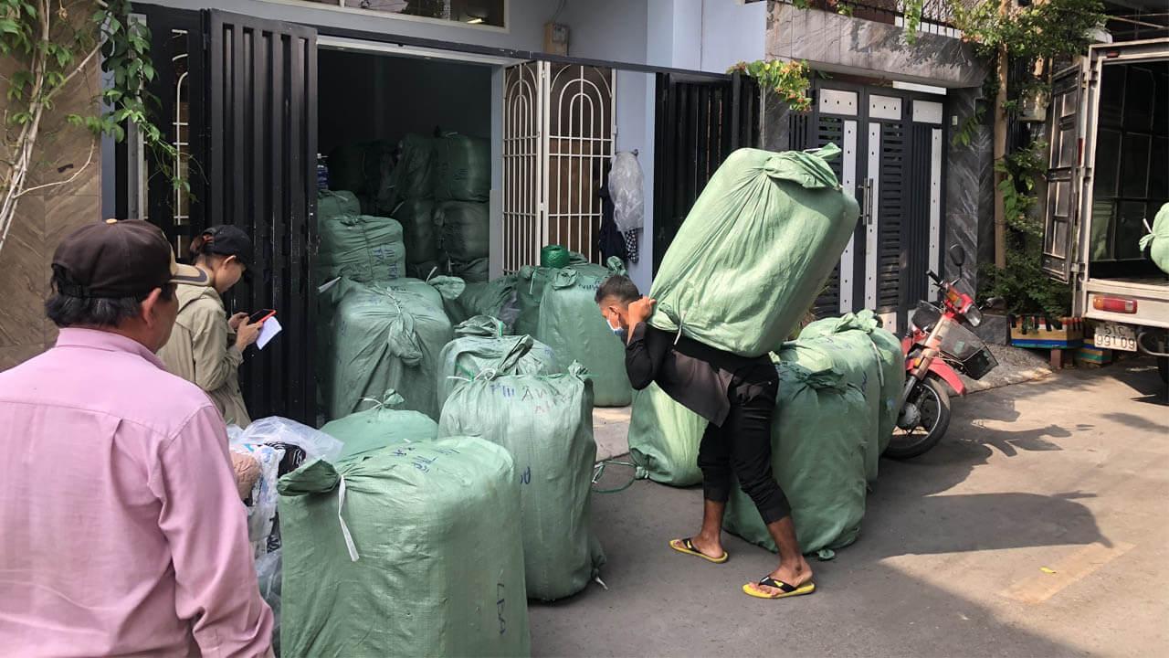 Giá thành tại hangkiencampuchia.com là giá tận kho cực tốt nên thường được các shop chuyên áo thun secondhand lấy hàng về bán hoặc lấy về bỏ sỉ lại.