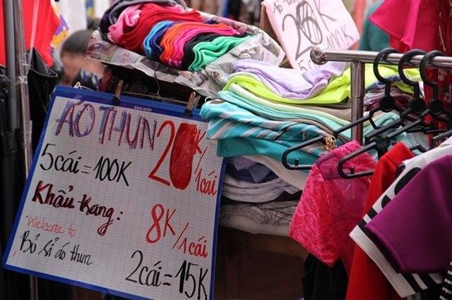 Các loại hàng đẹp nhất ở đây mà bạn nên mua là giày dép, túi xách, bóp ví, áo sơ mi trắng có độ mới cao, mẫu mã đẹp