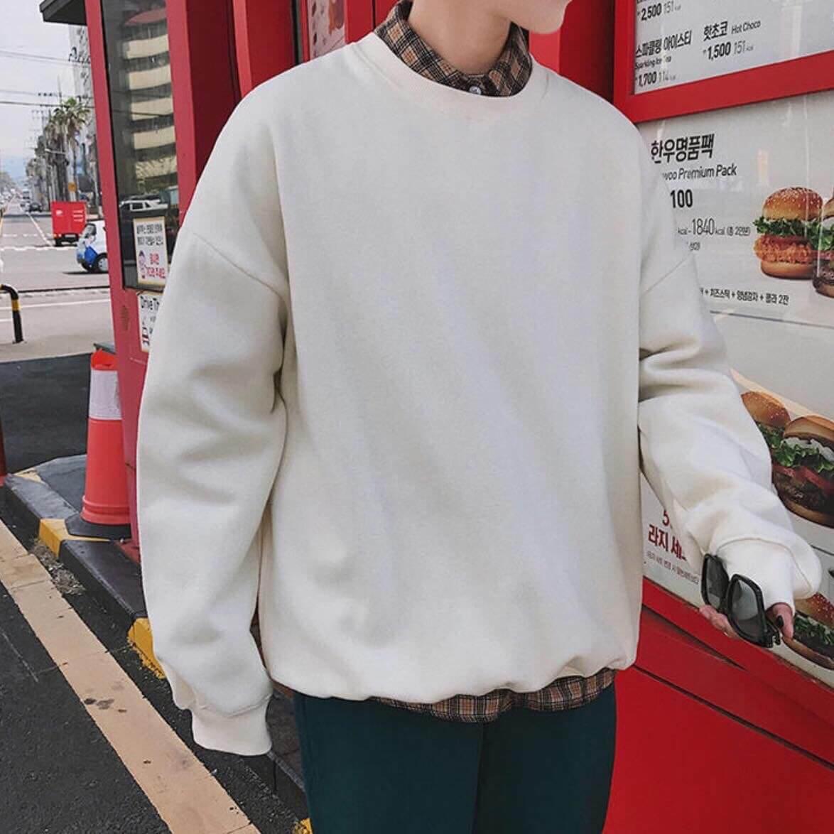 Áo hoodie thường có form freesize nên cả các bạn nhỏ người hay các bạn big size cũng có thể mặc vừa