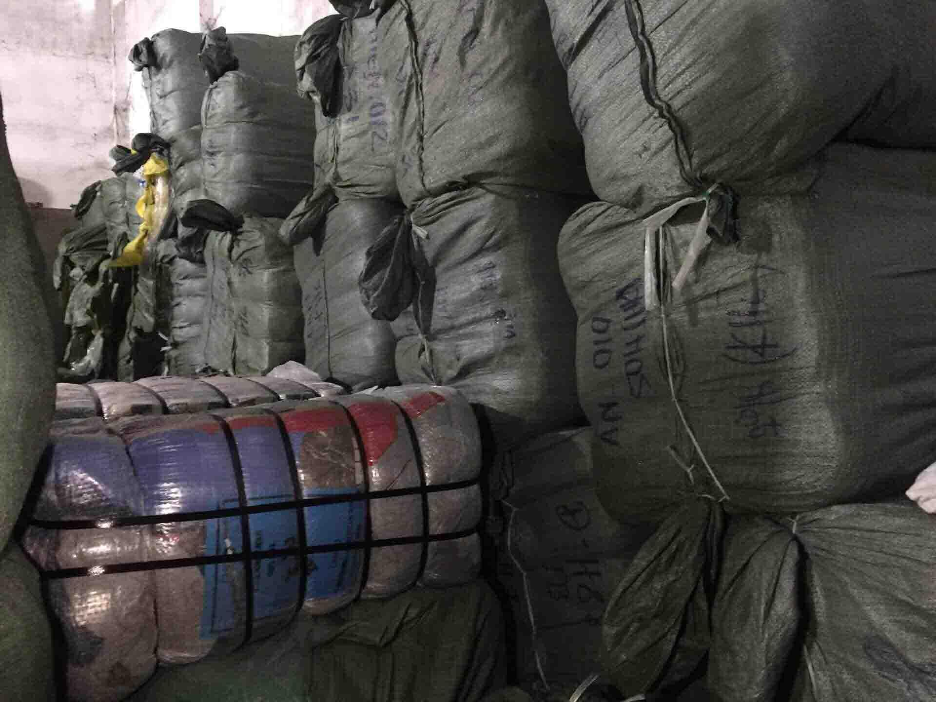 Với các nước có nền sản xuất top đầu như Nhật và Hàn thì họ có nhiều chất liệu vải mới lạ hơn Việt Nam rất nhiều