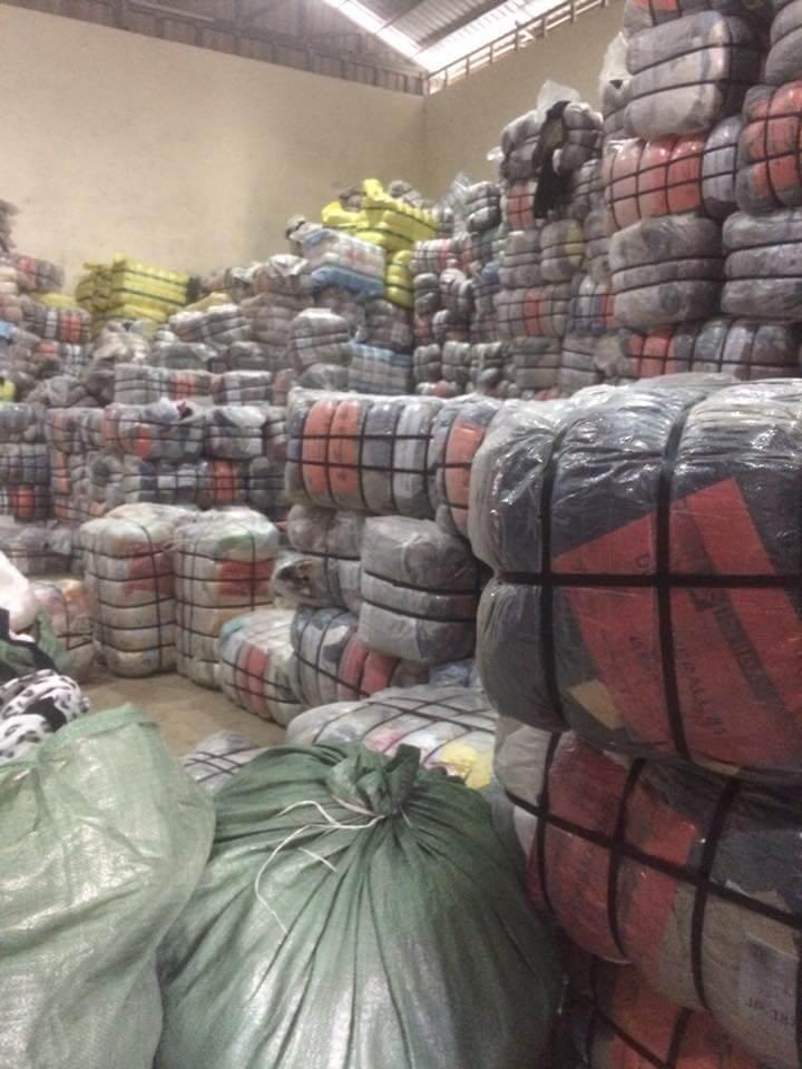 Áo len hàng thùng vốn được thu gom từ Hàn - Nhật - Hong Kong