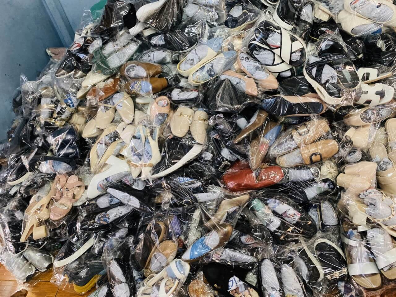 Giày hàng thùng được lấy từ những nước có nền thời trang đứng đầu nên giày hàng thùng thường có mẫu mã rất đẹp và độc