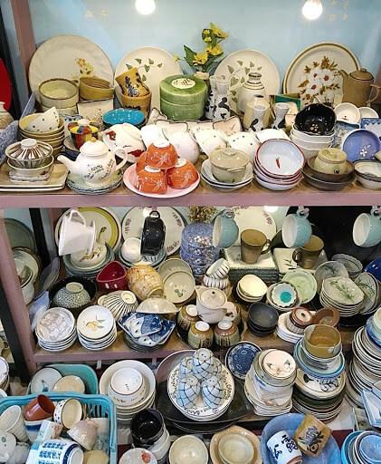 Loại gốm sứ hàng thùng mà hangkiencampuchia.com đang kinh doanh là loại gốm sứ có xuất xứ từ Nhật Bản, được lấy từ các làng nghề gốm sứ truyền thống của Nhật