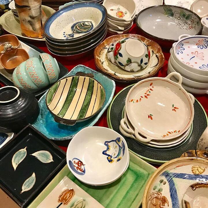So với các loại gốm trên thị trường như gốm Giang Tây (Trung Quốc) hay gốm Bát Tràng (Việt Nam) thì gốm sứ Nhật ghi điểm vì độ tinh tế, tỉ mỉ