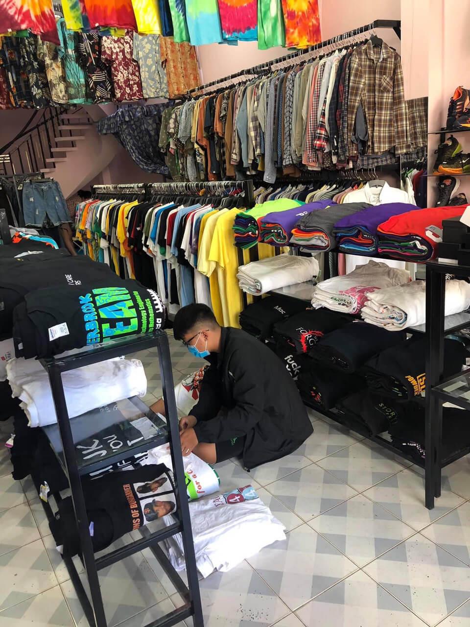 Ngày càng có nhiều người chuyển hướng sang kinh doanh quần áo hàng thùng vì lợi nhuận cao, nhu cầu thị trường lớn
