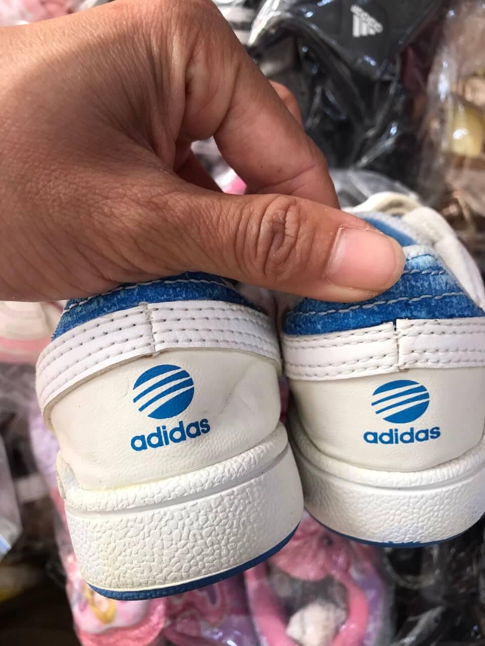 Giày thể thao trẻ em hàng thùng
