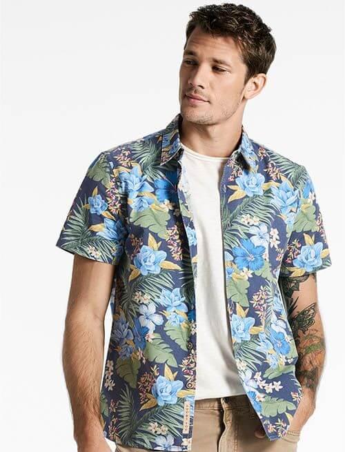 Áo sơ mi Hawaii hàng thùng có chất vải mềm mịn và rất mát, ít nhăn hơn các loại áo Hawaii giá rẻ từ Quảng Châu.