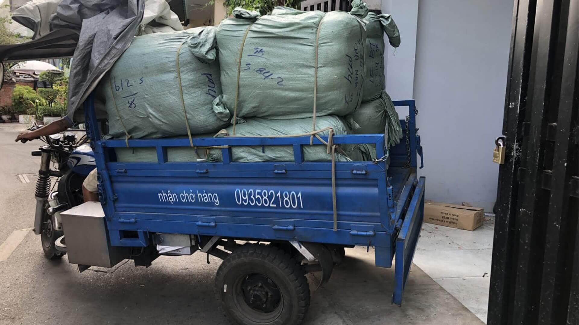Hàng Kiện Campuchia.com đang có sẵn áo khoác bomber hàng thùng nguyên tép 50kg, chính gốc xuất xứ Mỹ đã được tuyển chọn và lọc kĩ những mẫu có độ mới cao