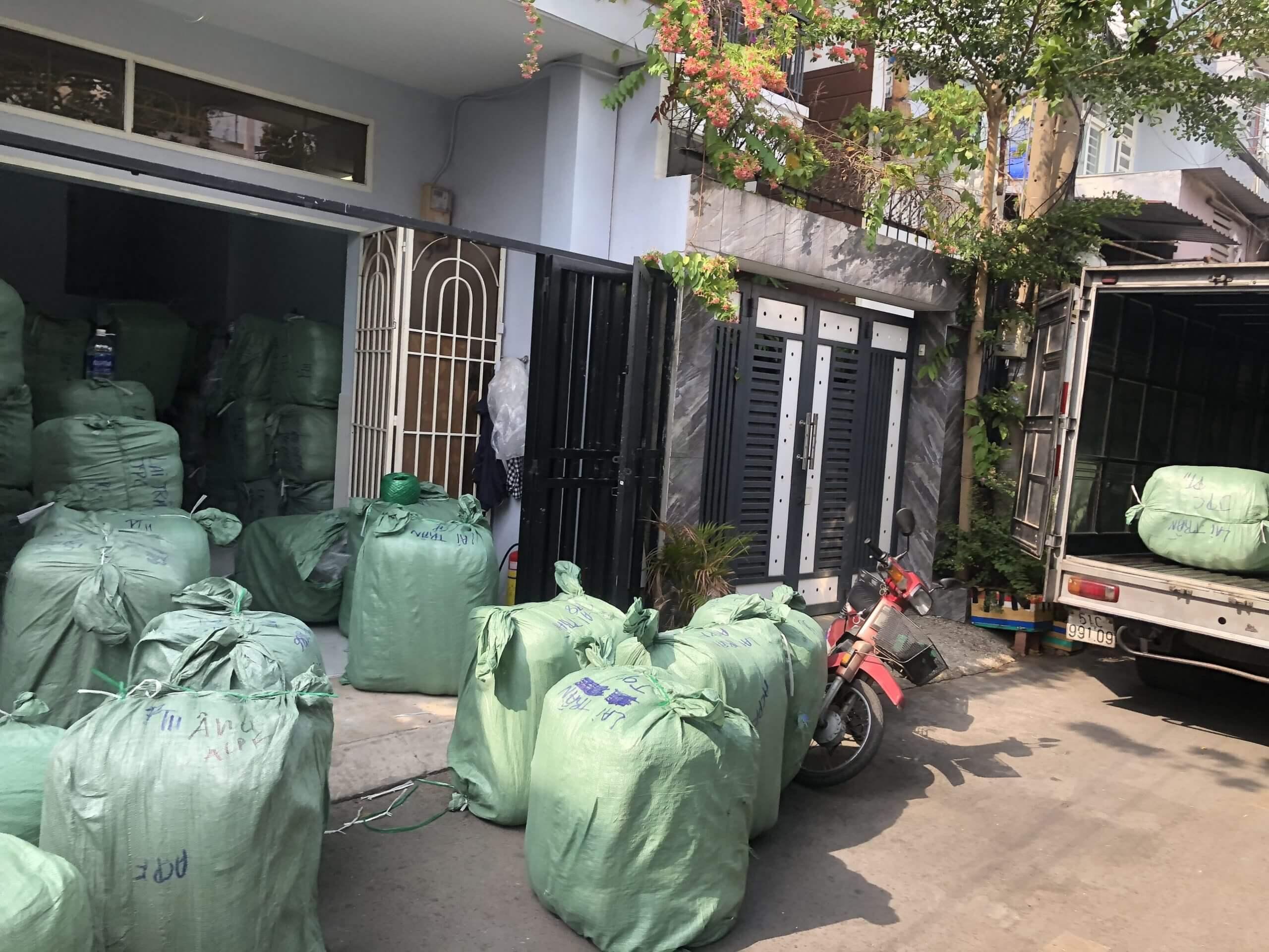 Hàng Kiện Campuchia. Com hiện có sẵn các loại boots hàng thùng nam nữ nhập từ Châu Á và Châu Âu với đa dạng loại hàng phù hợp với nhiều nhu cầu kinh doanh khác nha